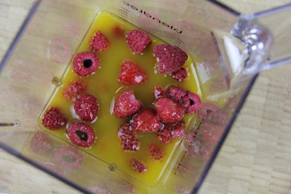 mango raspberry smoothie (2)