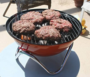 Fyrkat-grill-With-Burgers