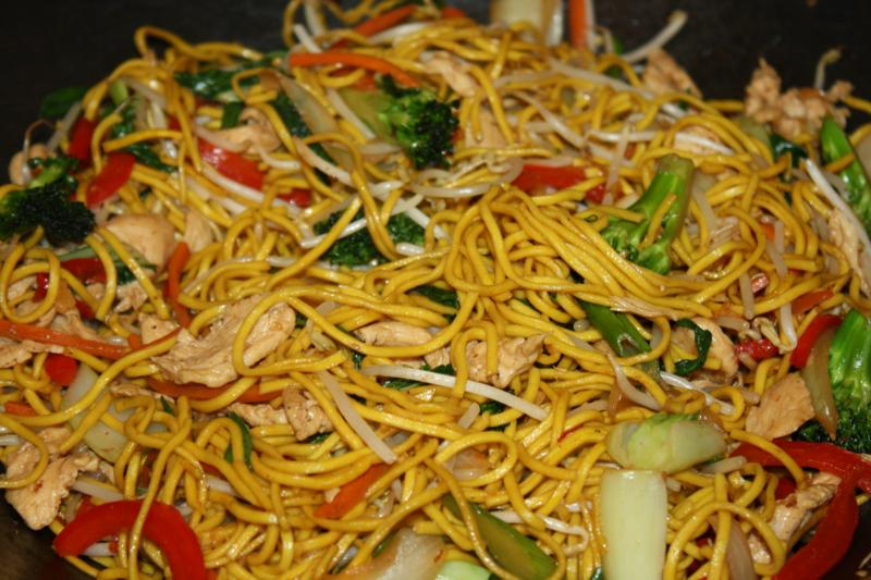 Caribbean Inspired Chicken Lo Mein. | CaribbeanPot.com
