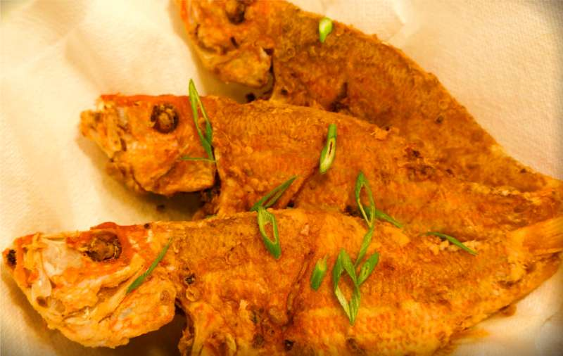 Fried fish recipe dishmaps for Best oil for frying fish