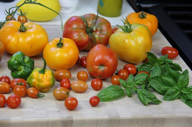 vegan tomato basil salad (1)