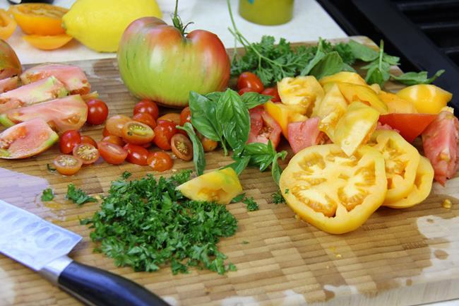vegan tomato basil salad (2)