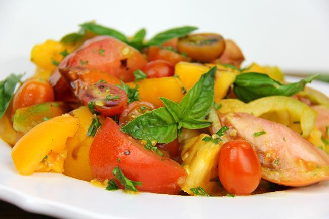 vegan tomato basil salad (6)