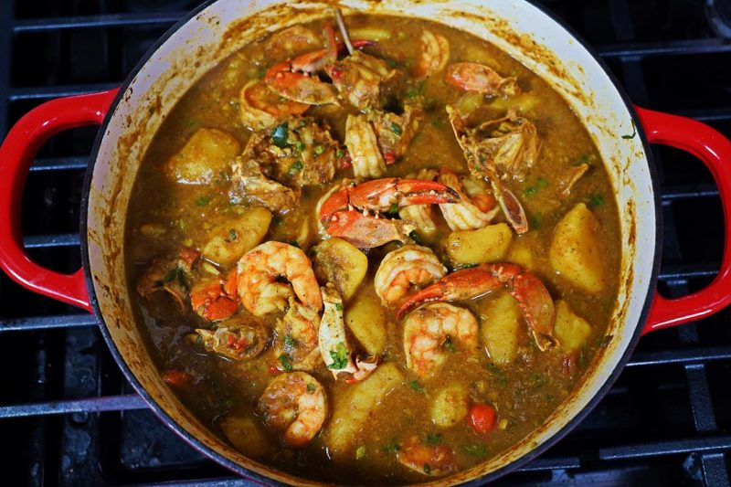 Curry Crab With Shrimp and Potatoes.